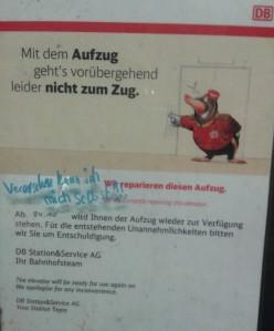 Foto: Notiz der Deutschen Bahn am defekten Aufzug