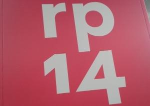 """Foto: Logowand mit Aufschrift """"rp 14"""""""
