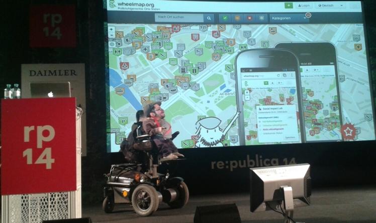 Foto: Raúl Krauthausen bei seinem Vortrag auf der re:publica 2014