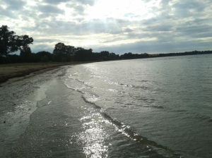 Foto: Blick auf Strand und Wasser