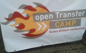 Foto: Logo vom openTransfer CAMP vor der TU Dortmund