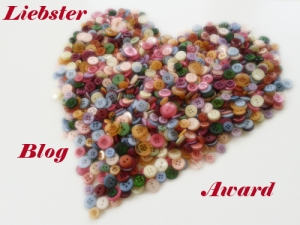 Foto: Viele bunte Knöpfe formen ein Herz, daneben steht: Liebster Blog Award