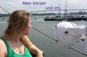 Foto: Ich am Hafen mit Blick aufs Wasser