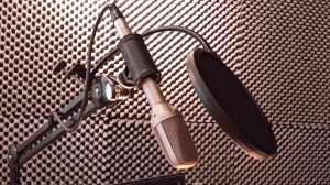 Foto: Sprechermikrofon in einer Sprecherkabine